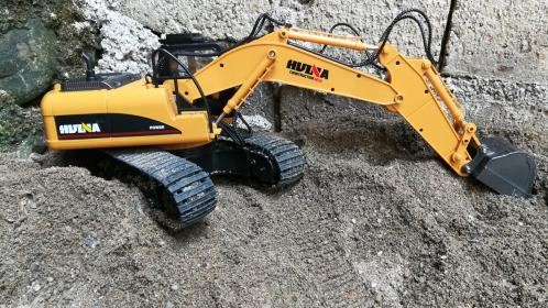 HuiNa - 1/14 R/C Excavator 15 Channel 2.4G